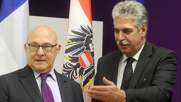 Finanzminister Schelling empfing seinen französischen Kollegen Sapin in Wien. (Bild: APA/HERBERT PFARRHOFER)