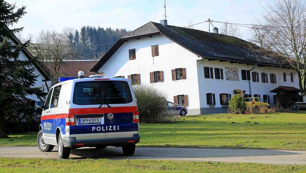 Schauplatz des brutalen Überfalls in der 265-Einwohner-Gemeinde Rutzenham war dieses Bauernhaus. (Bild: Helmut Klein)
