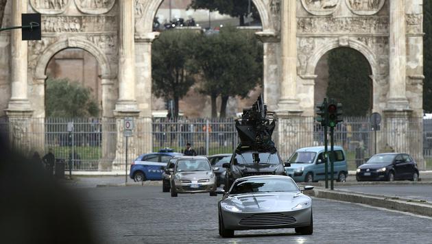 Bei einer Verfolgungsszene mit Bonds silberfarbenem Aston Martin soll der Unfall passiert sein. (Bild: AFP)