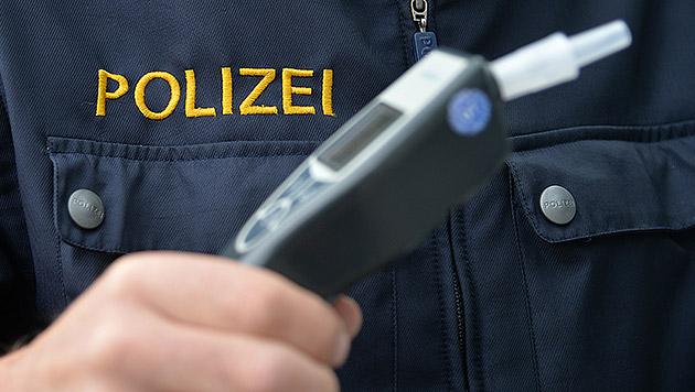Polizist mit 2,18 Promille am Steuer erwischt (Bild: APA/BARBARA GINDL)