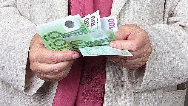 Betrüger lockte Frau mehrere 100.000 Euro heraus (Bild: thinkstockphotos.de (Symbolbild))