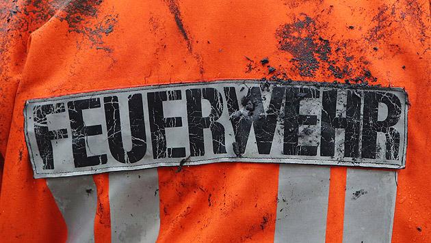Kleinbus-Lenker fuhr beinahe Feuerwehrmann nieder (Bild: APA/dpa/Malte Christians (Symbolbild))