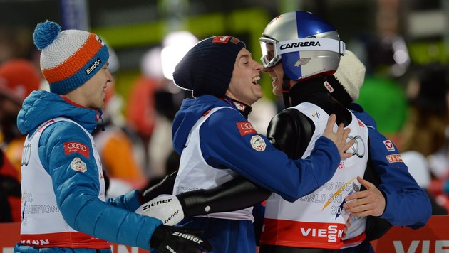 Nur Norwegen stärker: ÖSV-Adler erobern Silber (Bild: AFP/CHRISTOF STACHE)