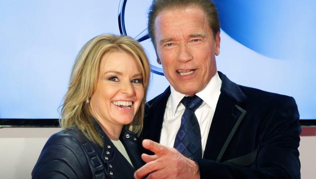 Arnold Schwarzenegger mit Freundin Heather Milligan (Bild: APA/EPA/AXEL HEIMKEN)