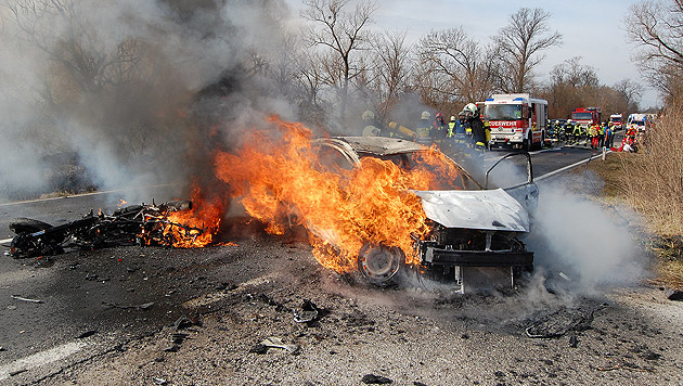 Motorradfahrer (49) prallt gegen Auto und stirbt (Bild: APA/WWW.BFK-MOEDLING.AT/UNBEKANNT)