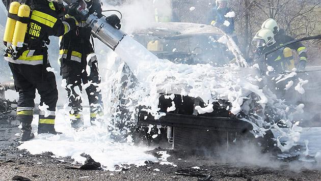 Motorradfahrer (49) prallt gegen Auto und stirbt (Bild: APA/ÖAMTC/UNBEKANNT)