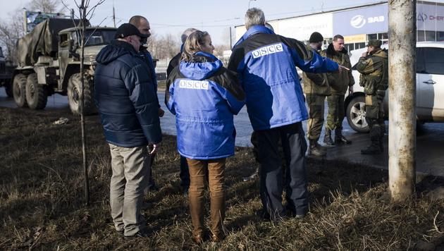 OSZE-Beobachter in der Ukraine (Bild: APA/EPA/LUCA PIERGIOVANNI)