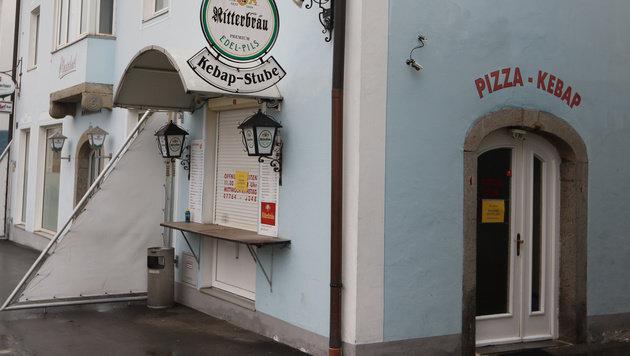 In diesem Kebab-Lokal wurde der Wirt mit Säure atackiert - auch fünf Gäste wurden verletzt. (Bild: Daniel Scharinger)