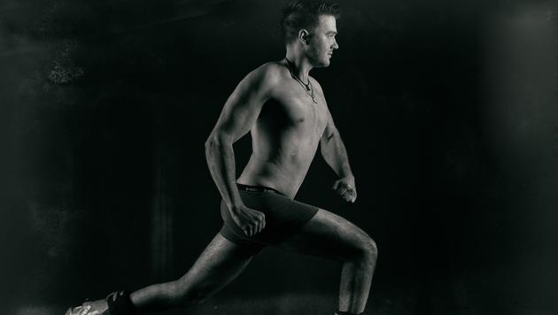 Wie zu erfahren war, ist Andreas schonmal in Unterwäsche die Piste runtergewedelt. Nun nackt! (Bild: KRONEHIT/Manfred Baumann)