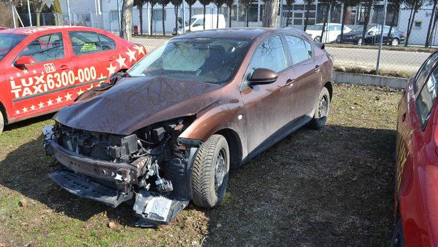Schrott-Mazda für 2.333 Euro (Bild: www.aaaplatform.com)