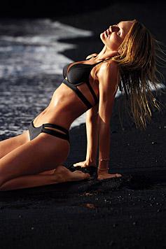 Die klassischen Modelle in Schwarz oder Weiß sind dieses Jahr besonders verführerisch. (Bild: Victoria's Secret)