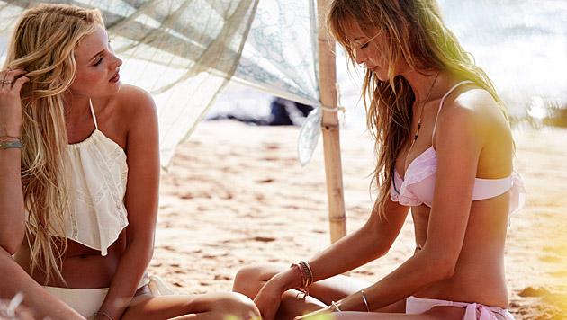 Rüschen und Fransen peppen Bikinis auf. (Bild: Victoria's Secret)