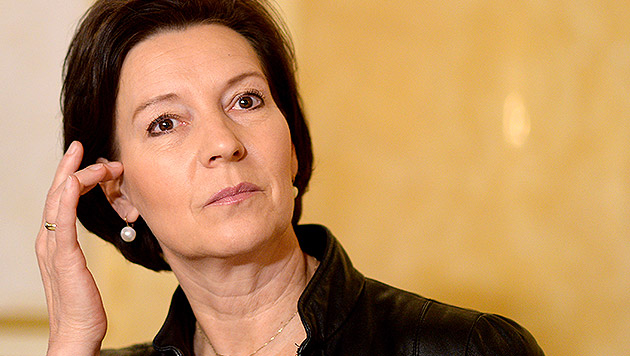 Ist Ministerin Heinisch-Hosek rücktrittsreif? (Bild: APA/ROLAND SCHLAGER)