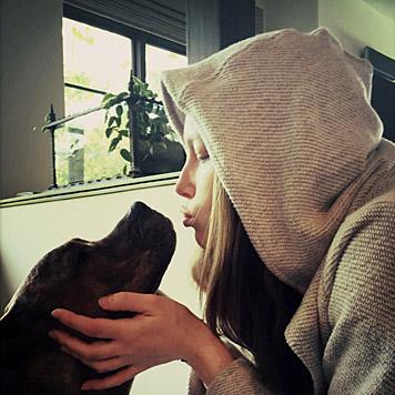 """Mit diesem """"Knutschfoto"""" bedankt sich Jessica Biel für die Geburtstagswünsche. (Bild: whosay.com/jessicabiel)"""