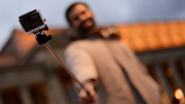 Weiteres US-Museum verbietet Selfie-Sticks (Bild: APA/dpa/Gioia Forster)
