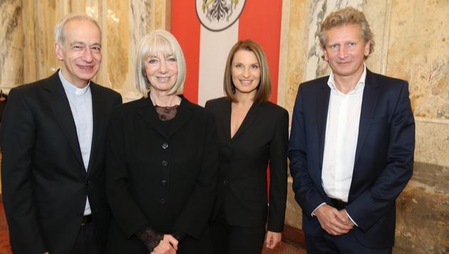 Barbara Stöckl erhält Goldenes Verdienstzeichen (Bild: ZWEFO)
