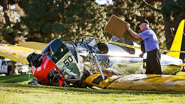 Harrison Ford sitzt nach Unfall wieder im Cockpit (Bild: AP)