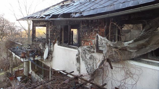Nachdem die Flammen gelöscht waren, wurde das ganze Ausmaß des Schadens sichtbar. (Bild: APA/STEFAN SPITZER)