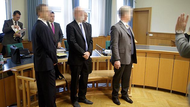 Drei Angeklagte mussten sich wegen Untreue und schweren Betruges vor Gericht verantworten. (Bild: APA/GEORG HOCHMUTH)
