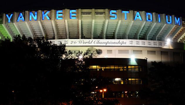 Schild des alten Yankee-Stadions wird versteigert (Bild: AP)