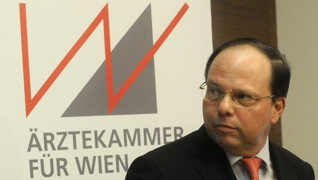 Der Präsident der Wiener Ärztekammer, Thomas Szekeres (Bild: APA/HERBERT PFARRHOFER)