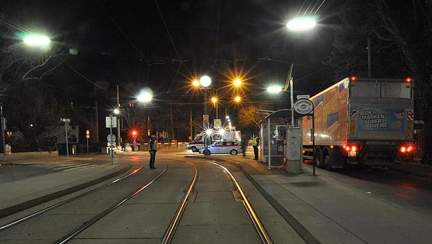 Bei einer Haltestelle in der Hietzinger Hauptstraße kam es zum Unglück. (Bild: Polizei)