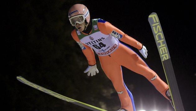 Stefan Kraft ist neuer Gesamtweltcup-Leader (Bild: AP)