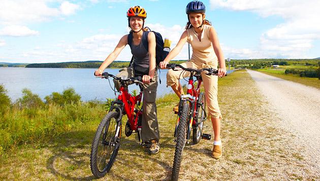 Vorbereitung auf die erste Radtour der Saison (Bild: thinkstockphotos.de)