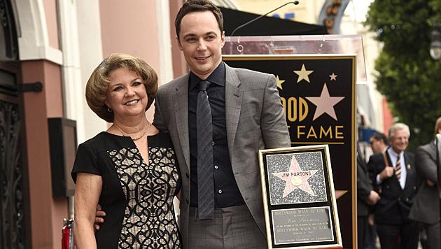 Jim Parsons und seine Mama (Bild: Chris Pizzello/Invision/AP)