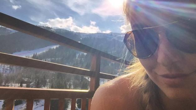 Lindsey Vonn tankt Sonne. Die Kraft kann sie im Weltcup-Endspurt sicher gut gebrauchen. (Bild: Facebook.com/Lindsey Vonn)
