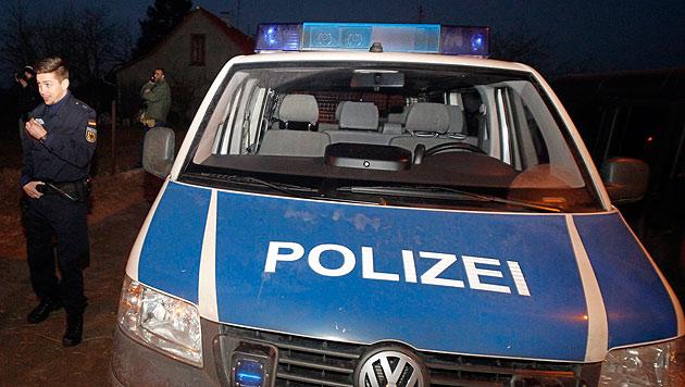Deutsche Polizisten beim Grenzeinsatz (Bild: APA/EPA/KOCA SULEJMANOVIC)
