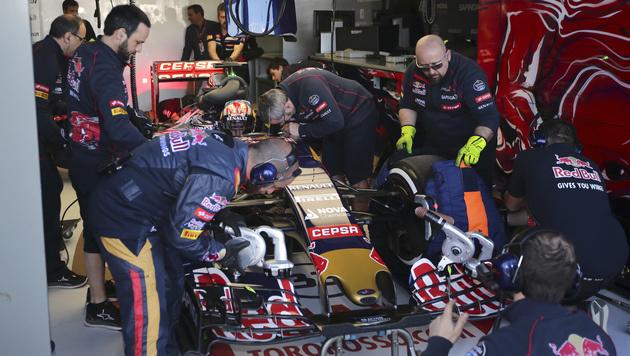 Australien-Training: Mercedes in eigener Liga (Bild: AP/Rob Griffith)