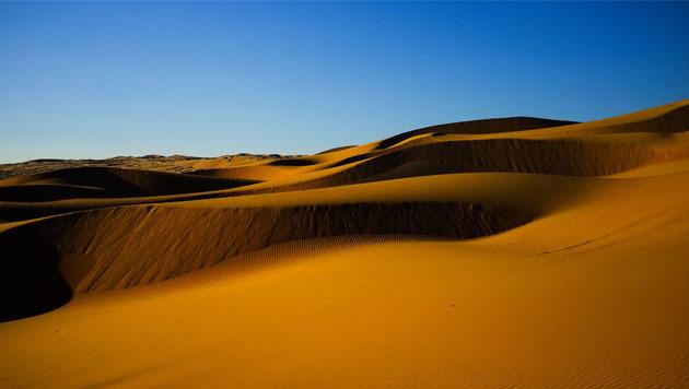 Metropole in der Stille der Wüste: Abu Dhabi (Bild: flickr.com/Balley)