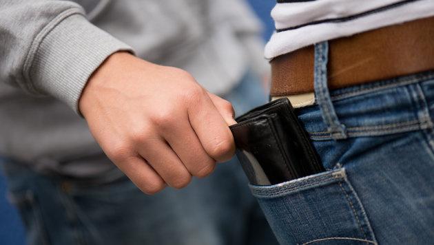 Taschendieb räumte Pensionist die Geldbörse aus (Bild: APA/dpa-Zentralbild/UNBEKANNT)