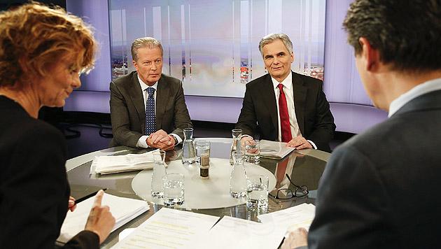 """Vizekanzler Mitterlehner und Kanzler Faymann in der """"Pressestunde"""" (Bild: APA/BKA/ANDY WENZEL)"""