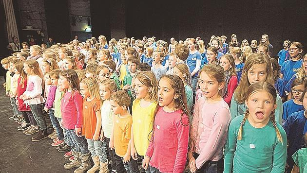 250 Kinder aus dem ganzen Land trafen sich Samstag im Odeion zum Chorsingen. (Bild: Franz Neumayr)