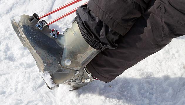 Mit Skischuhen hinterm Steuer Autounfall gebaut (Bild: thinkstockphotos.de (Symbolbild))