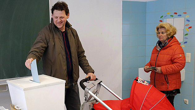 Wahltag in Kärnten (Bild: APA/Gert Eggenberger)