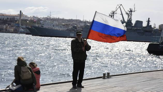 Annektierte Krim wird stärker an Russland gebunden (Bild: AP)