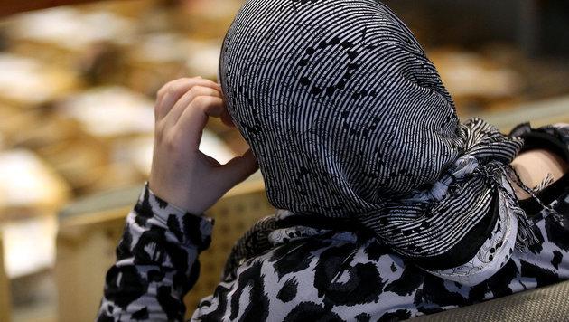 Kopftuch gewaltsam entfernt: Muslimin entschädigt (Bild: APA/dpa/Oliver Berg (Symbolbild))