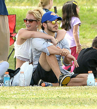 Britney Spears und Charlie Ebersol (Bild: Viennareport)