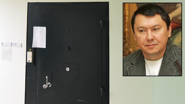Hinter dieser Zellentür nahm sich der kasachische Ex-Botschafter Aliyev das Leben. (Bild: Andi Schiel, APA/HELMUT FOHRINGER)