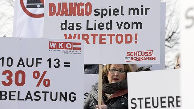 """Wirte protestieren gegen """"Djangos"""" neue Steuern (Bild: APA/Hans Klaus Techt)"""