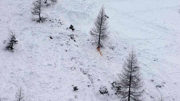 Ein Tourengeher wurde durch die Wucht der Lawine gegen einen Baum gedrückt. (Bild: NIKOLAUS FAISTAUER)