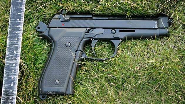 Die Gaspistole wurde auf einem Friedhof sichergestellt. (Bild: LPD Wien)