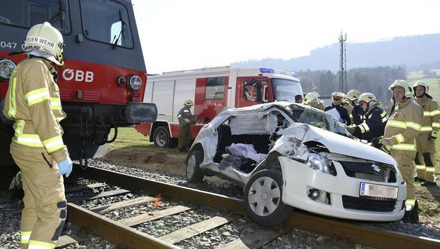 Zwei Frauen bei Kollision von Auto und Zug getötet (Bild: APA/PAUL PLUTSCH)