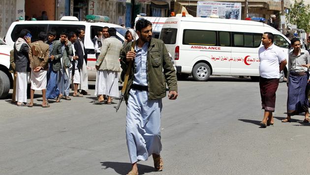 Jemen: Mindestens 28 Tote bei Anschlag auf Kaserne (Bild: APA/EPA/Yahya Arahb (Symbolbild))