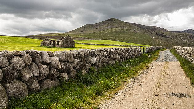 Irlands wilde grüne Küste (Bild: thinkstockphotos.de)