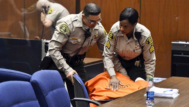 Suge Knight kollabierte im Gericht, nachdem seine Kaution auf 25 Millionen Dollar festgesetzt wurde. (Bild: AP)