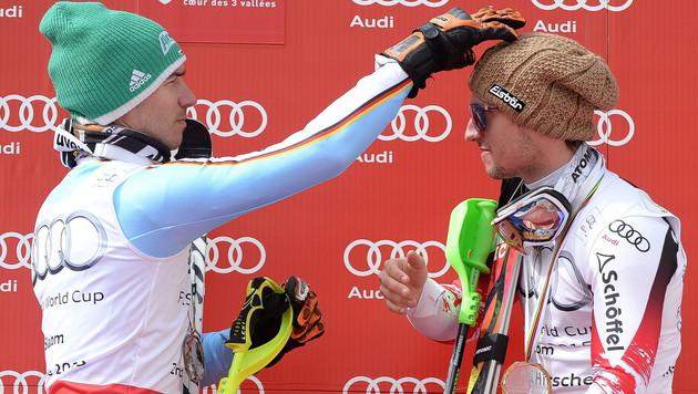 Felix Neureuther gratuliert Marcel Hirscher (Bild: APA/EPA/BARBARA GINDL)